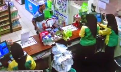 PAYUNG PERCUMA Video Pelanggan Petronas Mengamuk