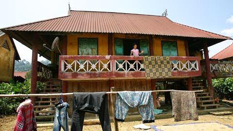 20110911163811 2 Ghé thăm những ngôi nhà sàn được bê tông hóa của bản người Thái