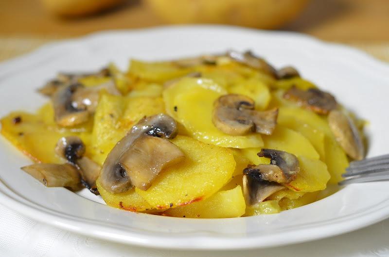 DSC 2924 Картошка с грибами в сливках