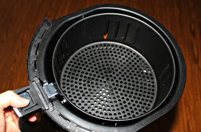 Cleaning the Avalon Bay Air Fryer basket is easy - just pop it out and wash. It can even go in the dishwasher.