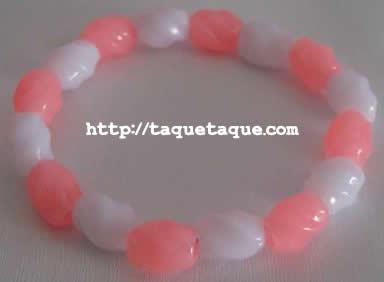 pulsera con abalorios blancos y rosas