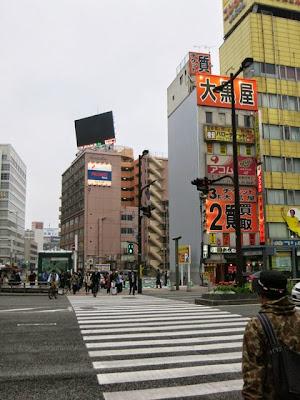 以前のお店に行く博多大丸前の交差点