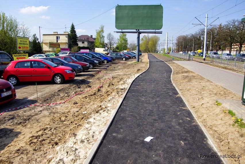 Jest już pierwsza warstwa asfaltu... nie ma jeszcze zbudowanego chodnika.