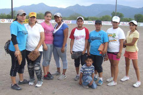 Equipo Cazadoras de Villaldama en el softbol femenil del Club Sertoma.