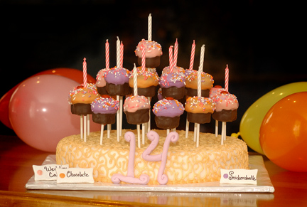 Cake Pops That Look Like Cupcakes These Are So Great For A Special Birthday Party The Bottom Is Made Of Rice Cereal Marshmallow Treats