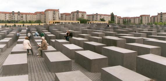 Centrul Sucevei seamănă cu Memorialul Holocaustului Berlin