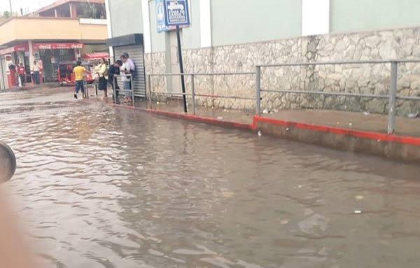 Calles inundadas en el municipio de Malacatán