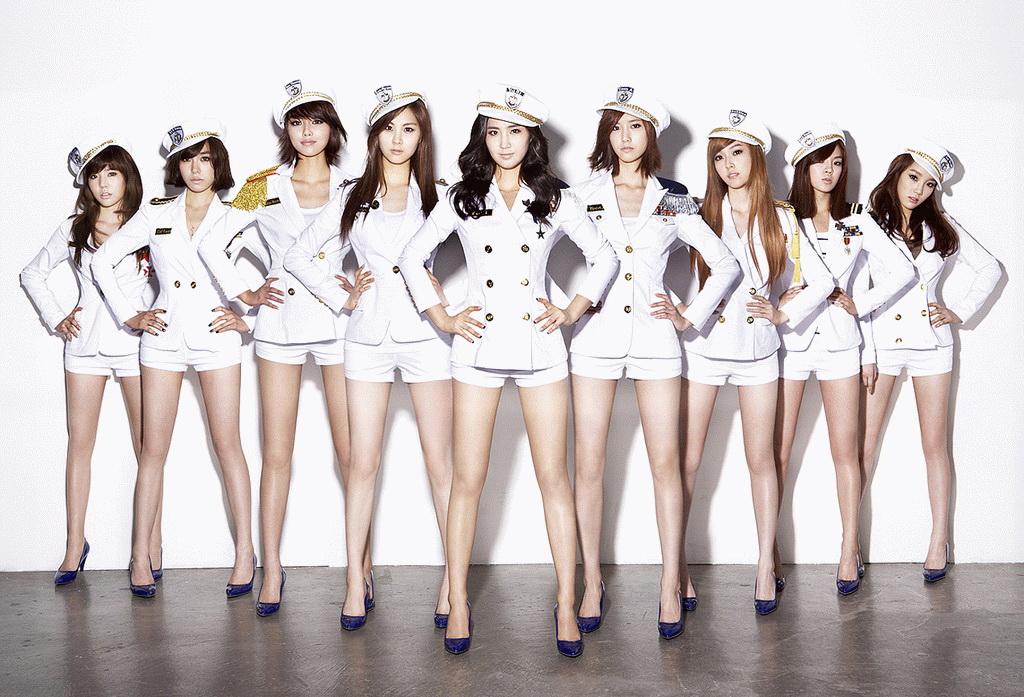 Các ca sĩ Hàn Quốc thường sử dụng tất phun trong các cuộc biểu diễn của mình