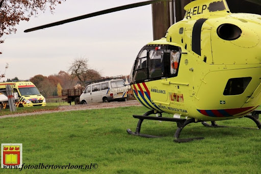 traumahelikopter landt in overloon 21-11-2012 (14).JPG