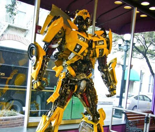คนไทยทำหุ่นยักษ์ Transformers จากเศษเหล็กจนโด่งดังไปทั่วโลก [Arip]