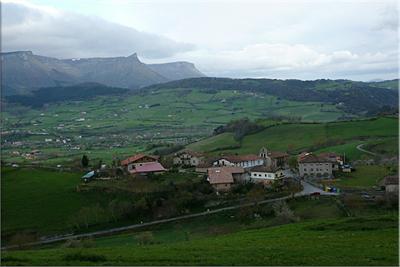 Aloria y sierra Garobel desde el caserío de Olazar