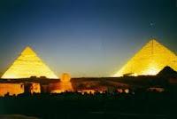 Pyramides de Noche