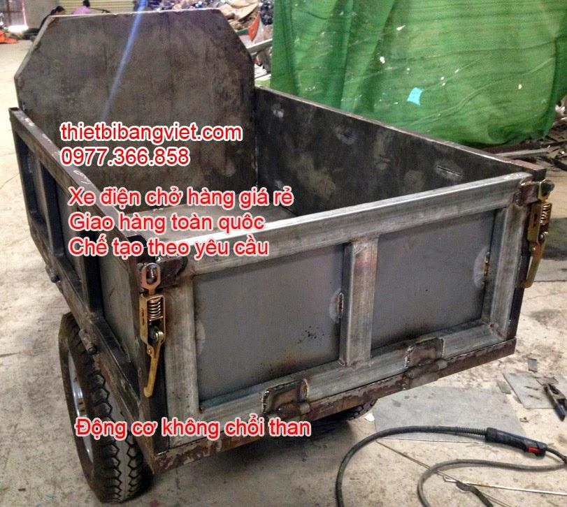 Xe điện chở hàng chở gạch