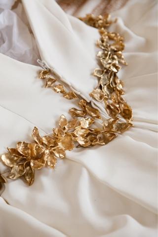 Cinturon de hojas doradas para novias