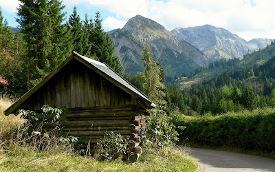 Nahe Parkplatz Hütte am Weg zum Naturfreundehaus mit Blick auf Rotspitze und Daumengruppe Imberg Sonthofen Allgäu