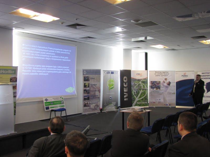 Prelegenci przedstawili przybyłym gościom aspekty technologii CNG dla motoryzacji