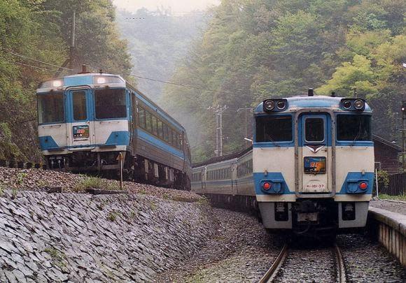Kereta stasiun tsubojiri jepang