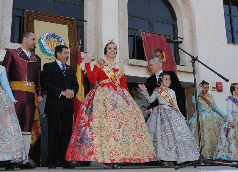 Alicia Abad invita a todos los ciudadanos a participar de la fiesta fallera en el discurso de su Crida