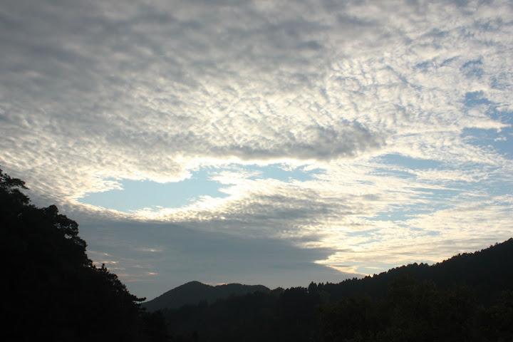 黄昏时分,云层的大缺口