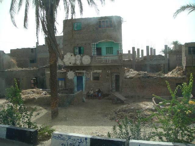 فى مصر الرجل تدب مكان ماتحب ( خاص من أمواج ) 100607-074126-s