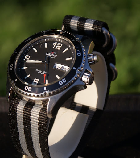 sna411 how to put nato strap on