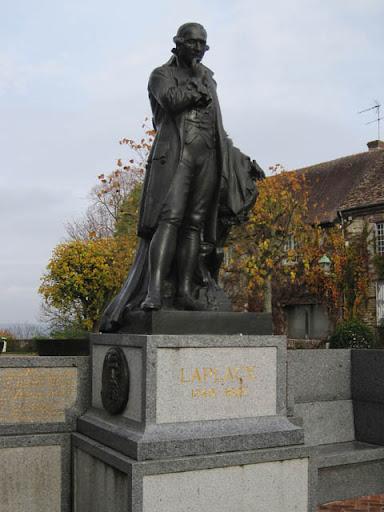数学者ラプラスの銅像@ボーモン村、ノルマンディ地方、フランス