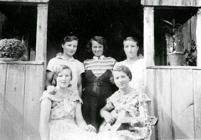 1922%252C+Mutter+mit+Schwestern.jpg