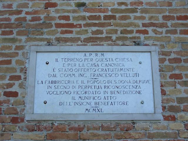 lapide sul muro della chiesa-1940
