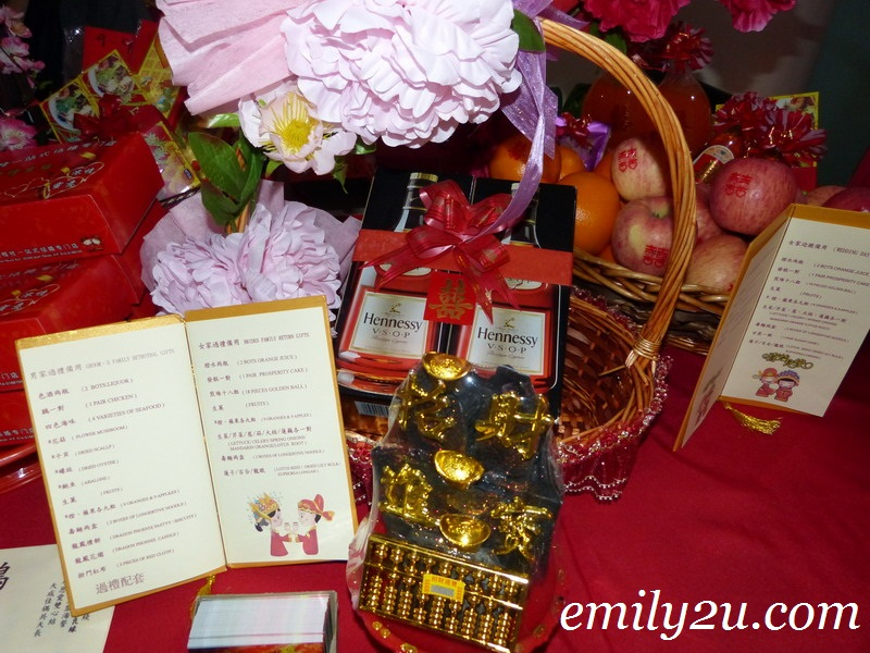 Chinese Wedding Gift For Groom : Traditional Chinese Wedding Customs & Practices