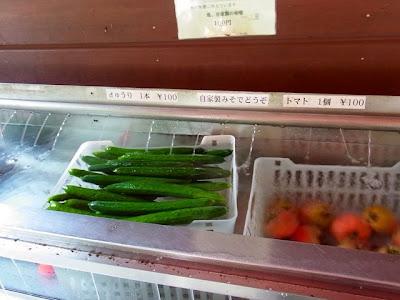 きゅうり一本100円、トマト一個100円