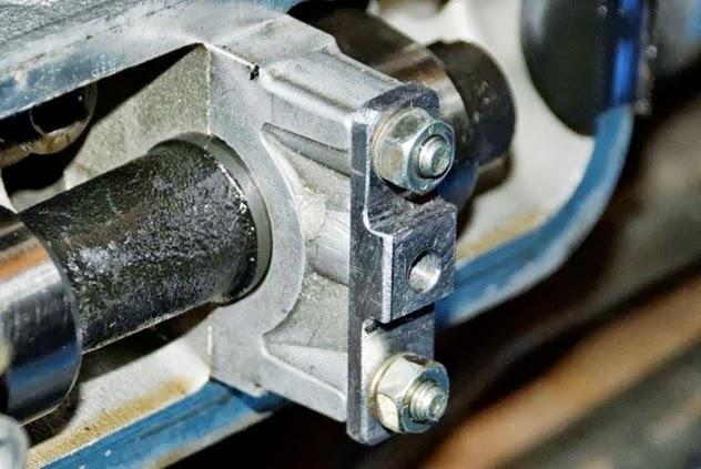 Camshaft Bearingblock - worn thread for valve cover 11_camshaft3