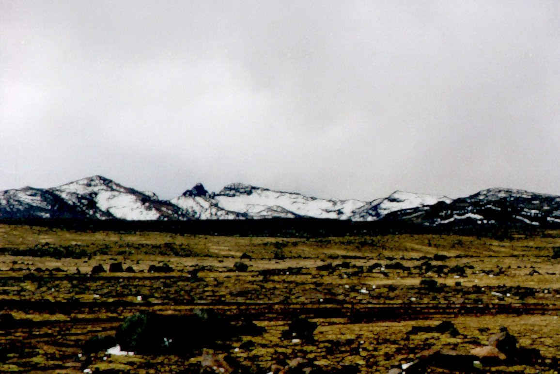Ein stürmischer Tag in der Hochebene bei Regen und Schnee