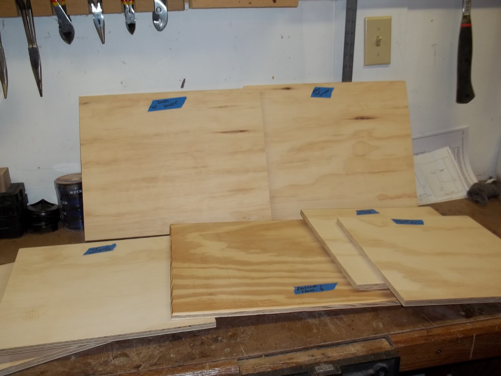 Dag wood shop notes taking the edge off part 1 i started by building the case this case would hold the table top plus store the router inside i cut out all these parts from 12 inch plywood greentooth Image collections