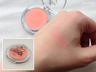 essence Floral Grunge Blush LE  01 Be Flowerful