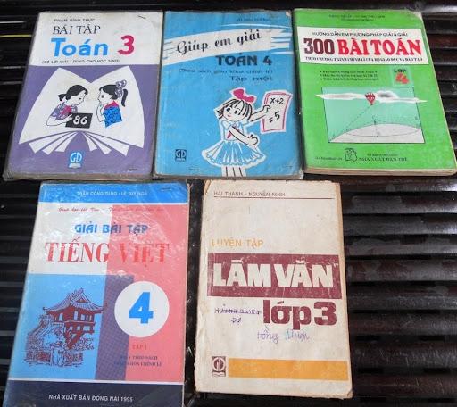 Sách giáo khoa tiểu học cũ - nơi lưu giữ từng trang ký ức DSCN2731