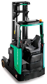 Xe nâng reach truck tầm cao kho hẹp