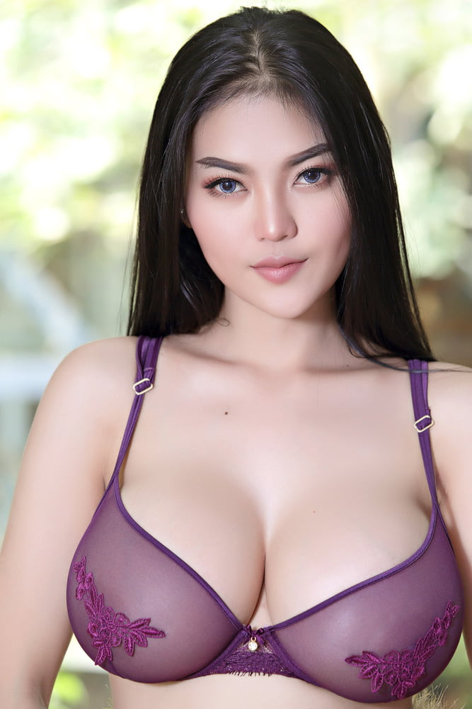 pitta busty model
