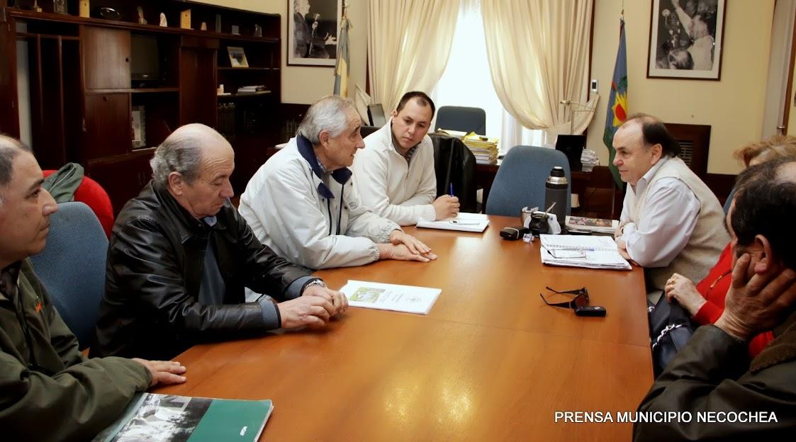 la Asociación Amigos del Paraje Las Cascadas, entre los que se encontró su titular Roberto González Mendizábal Hugo Pallares Carlos Kelly