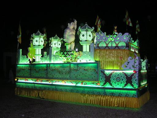Nguồn gốc truyền thống diễn hành xe hoa Phật Đản