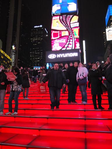 タイムズスクエアの赤い階段