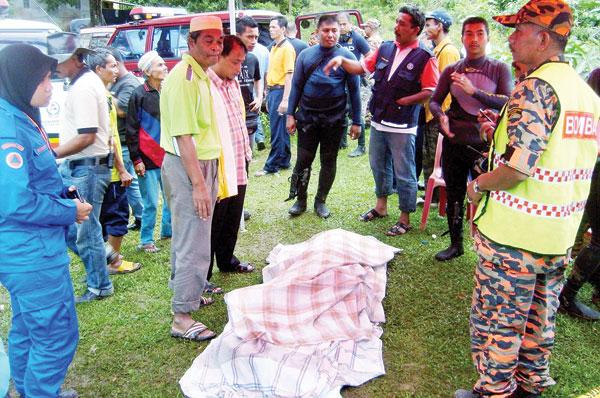 MAYAT Mohd. Zulhilmi ditemui selepas terjatuh ke dalam Sungai Golok, Rantau Panjang semalam