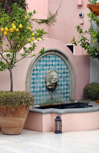 Розовый и голубой цвет фасада