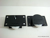 裝潢五金 品名:104-PVC後崁式下輪(黑) 玖品五金