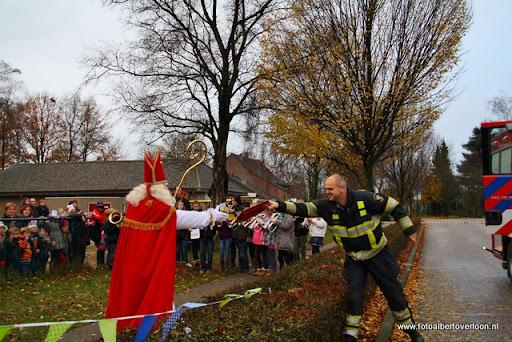 Sinterklaas komt aan bij Josefschool overloon 02-12-2011 (14).JPG