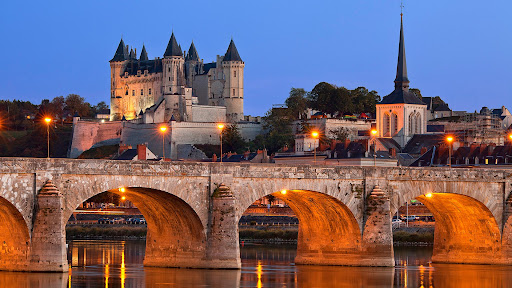 Saumur Castle, Loire Valley, France.jpg