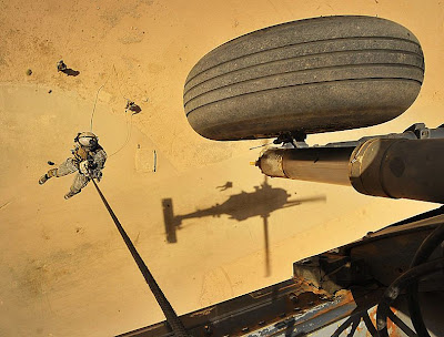 04/03/12 P.J. That others may live - ¡¡Te invitamos a barbacoa!! - La Granja Airsoft 789px-Rappel_from_helicopter