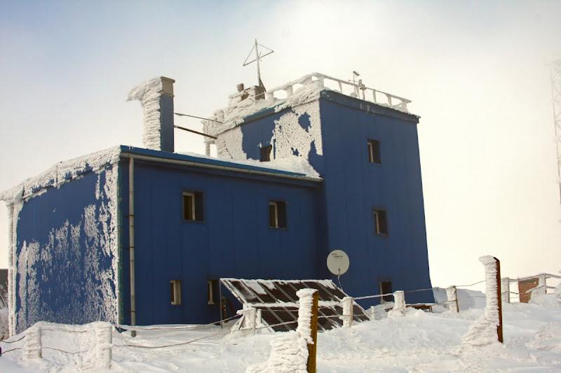 Munții Vrancei iarna zăpadă Covasna vârf schi