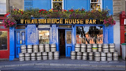Colorful Pub, Kilkenny, Ireland.jpg
