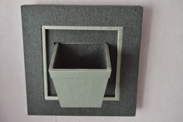 cadre pot de fleurs gris