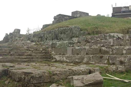 Nous découvrons qu'il y a un temple de Mercure au sommet du puy de Dôme
